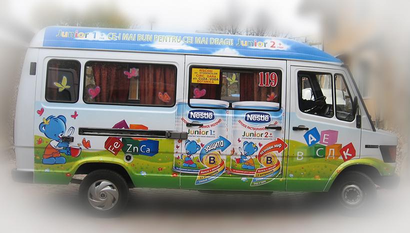 Реклама на маршрутном такси Nestle