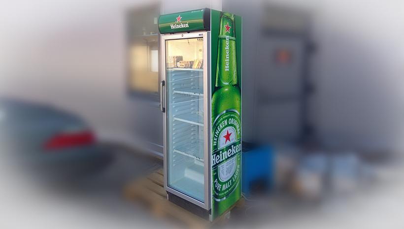 Монтаж оракала на холодильник Heineken