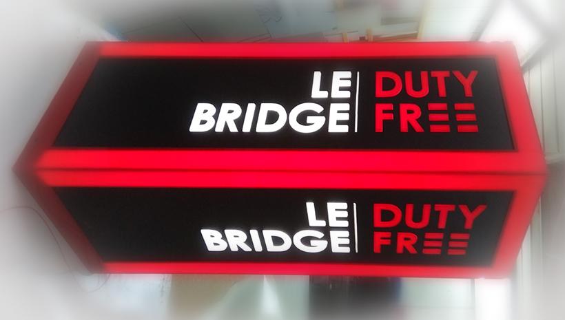 Световой короб Le bridge Duty free